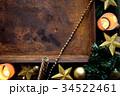 クリスマスツリーと星型のオーナメントと錆びたトレー 34522461