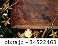 クリスマスツリーと星型のオーナメントと錆びたトレー 34522463