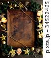 クリスマスツリーと星型のオーナメントと錆びたトレー 34522465