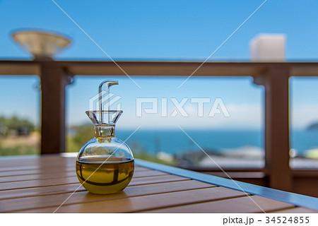 小豆島 オリーブ園のレストラン テーブルの上のオリーブオイルさし 34524855