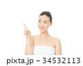 指を指す女性 34532113
