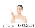 指を指す女性 34532114