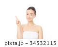 指を指す女性 34532115