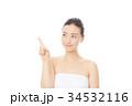 指を指す女性 34532116