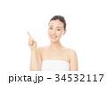 指を指す女性 34532117