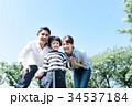 家族 お出かけ 笑顔の写真 34537184