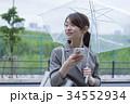 スマートフォン ビジネスウーマン 雨の写真 34552934