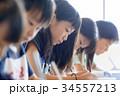 小学生 女の子 授業の写真 34557213
