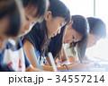小学生 女の子 授業の写真 34557214
