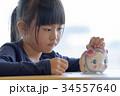 少女とぶたの貯金箱 34557640