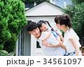 若い家族 3人 34561097