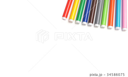 Varicoloured markers on the white isolated 34586075