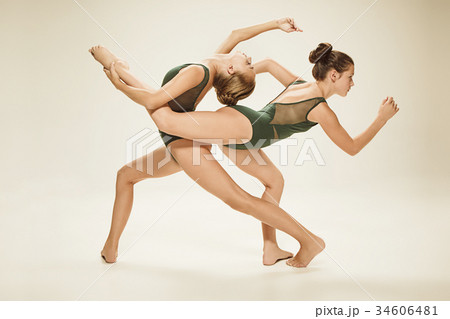 The two modern ballet dancers 34606481