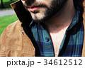 男性のセクシーな髭と胸毛 34612512