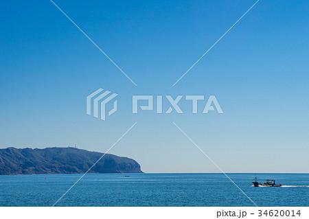 函館山と漁船 34620014