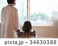 医師と女の子 34630388