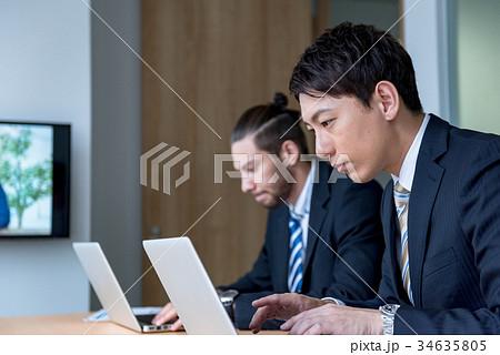 ビジネスマン、WEB会議、外国人、グローバル、打ち合わせ、ミーティング 34635805