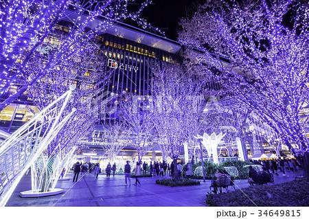 イルミネーションが美しいクリスマスシーズンの博多駅 34649815