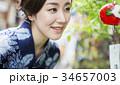 風鈴と浴衣の女性 34657003