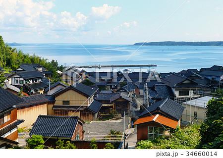 【石川県・能登風景】能登名物「黒い瓦屋根」のある風景 34660014