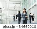 ビジネスウーマン スーツ オフィスビルの写真 34660018