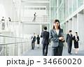 ビジネスウーマン スーツ オフィスビルの写真 34660020
