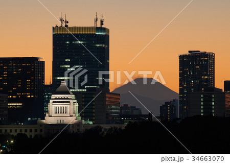 富士山と国会議事堂 34663070