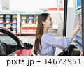 ガソリンスタンド 給油 セルフ 人物 ドライブ レンタカー 旅行   34672951