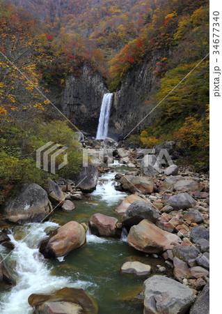 紅葉の苗名滝 34677340