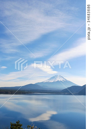 冬晴れの青空と富士山 34683686