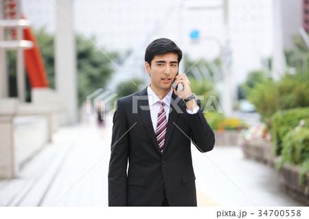 ビジネスマン スマートフォン 34700558