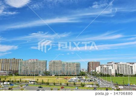 青空の街並みとマンションの風景 34706880