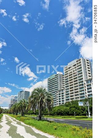 夏の青空とリゾートマンション 34706885
