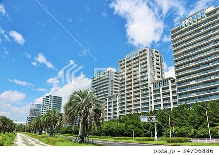 夏の青空とリゾートマンション 34706886