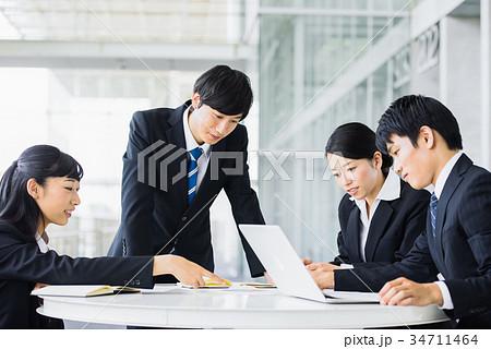 ビジネス 若手 新人 就活イメージ 34711464