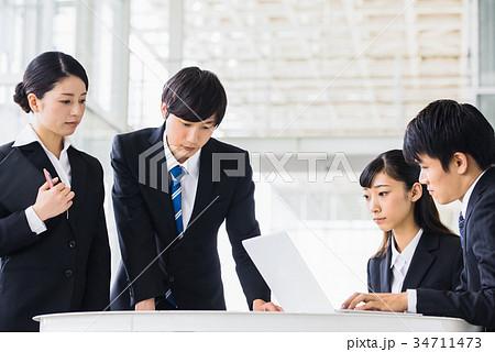 ビジネス 若手 新人 就活イメージ 34711473