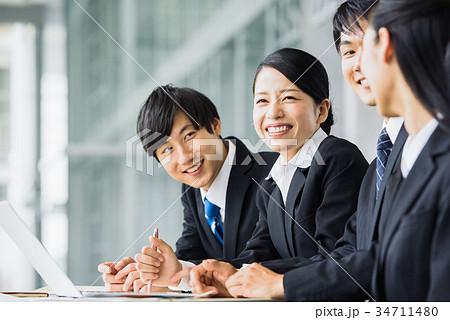 ビジネス 若手 新人 就活イメージ 34711480