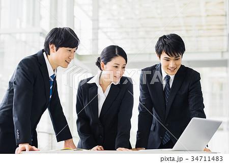 ビジネス 若手 新人 就活イメージ 34711483