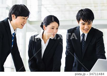 ビジネス 若手 新人 就活イメージ 34711484
