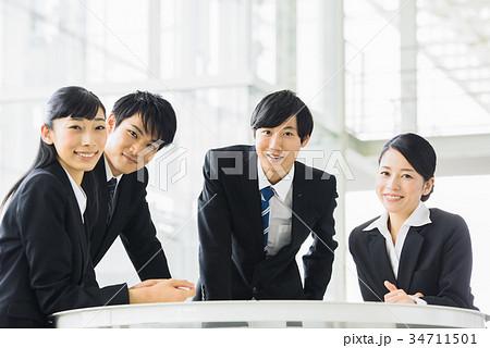 ビジネス 若手 新人 就活イメージ 34711501