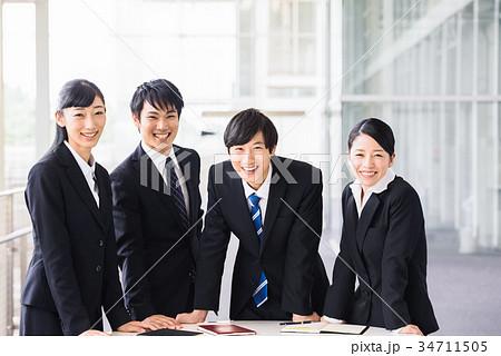 ビジネス 若手 新人 就活イメージ 34711505