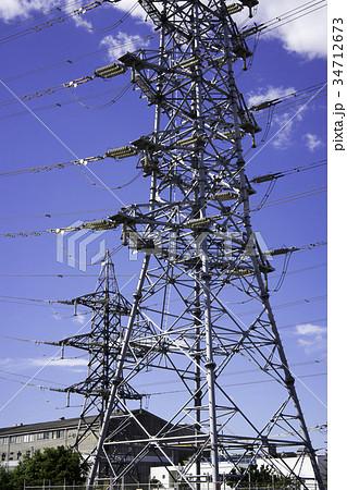 高電圧の送電鉄塔 34712673