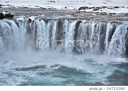 icelandic landscape with waterfallの写真素材 34721560 pixta