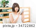 女性 スマートフォン 操作の写真 34722862