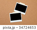 コルクボードとインスタント写真 34724653