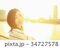夕日と女性 34727578