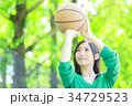 バスケットボールをする女性 34729523