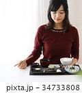 食事をする若い女性 34733808