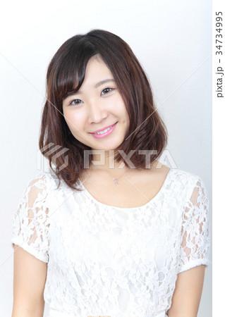 若い女性 ヘアスタイル 34734995