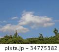 秋の青空と白い雲 34775382